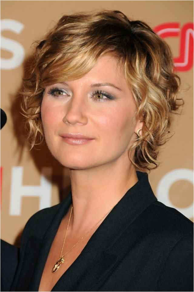 Jennifer Nettles at the 2010 CNN Heroes All Star Tribute Curly Bob Hairstyles Read it