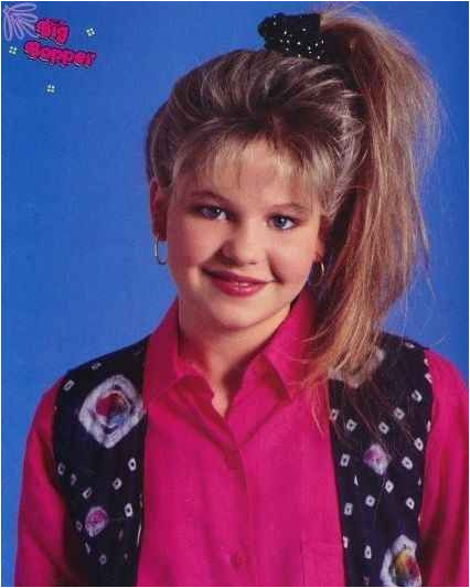 What makes this the most epic ponytail of the 90s Well we have a lot of early 90s trends going on at once First off there s the side ponytail
