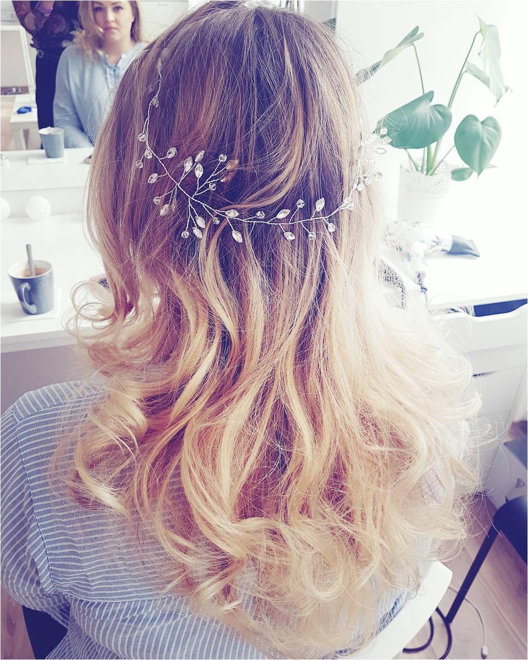 Takie cudowności się robią dziś Ozdoba od noviablanca weddinghair wedding hair hairstyle blonde longhair waves curlyhair girl model sombre