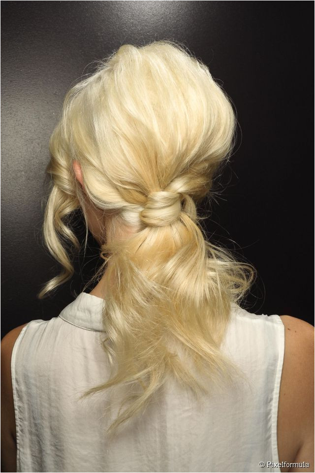For an easy perfect high ponytail tutorial check out to the perfect high ponytail beauty hack