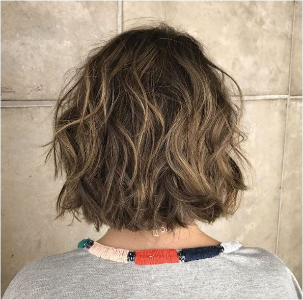 Natural brown messy hairstyle by Bruno Ximendes Brown Hair Texture Messy Bob Hairstyles Diy