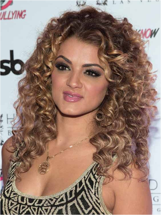 If you have not naturally curly hairs and looking for some less time consuming and easy hairstyle this article is to fulfil your