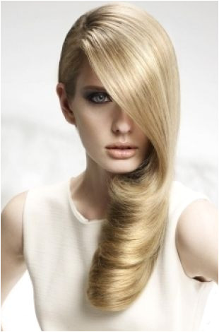 Easy Party Hairstyle Ideas Standing out from the crowd doesn t necessarily mean plicated hairstyles that require time skills and lots of tools and
