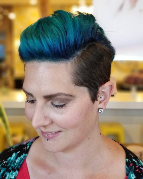 Picture of a edgy pixie short hairstyle for women over 40