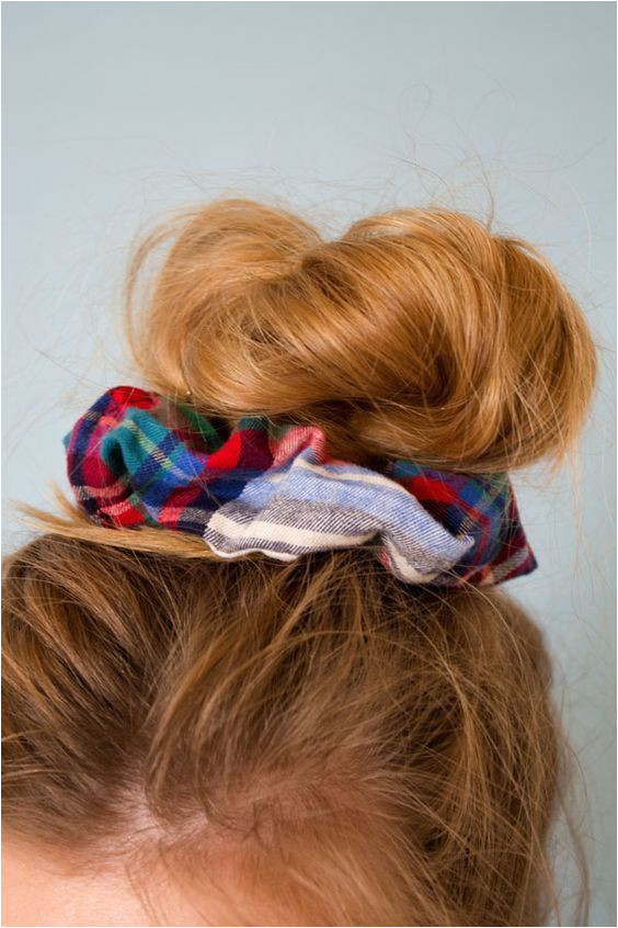 scrunchy hair Everyday Hairstyles Scrunchy Hairstyles Diy Hairstyles Pretty Hairstyles Hair Inspo