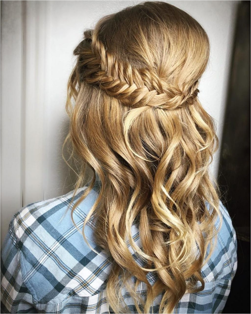 Prom hairstyles for long hair half up half down to an idea how to create prom hairstyles 20