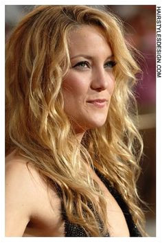 Details Hair Style Curly and long This hairstyle is very as it