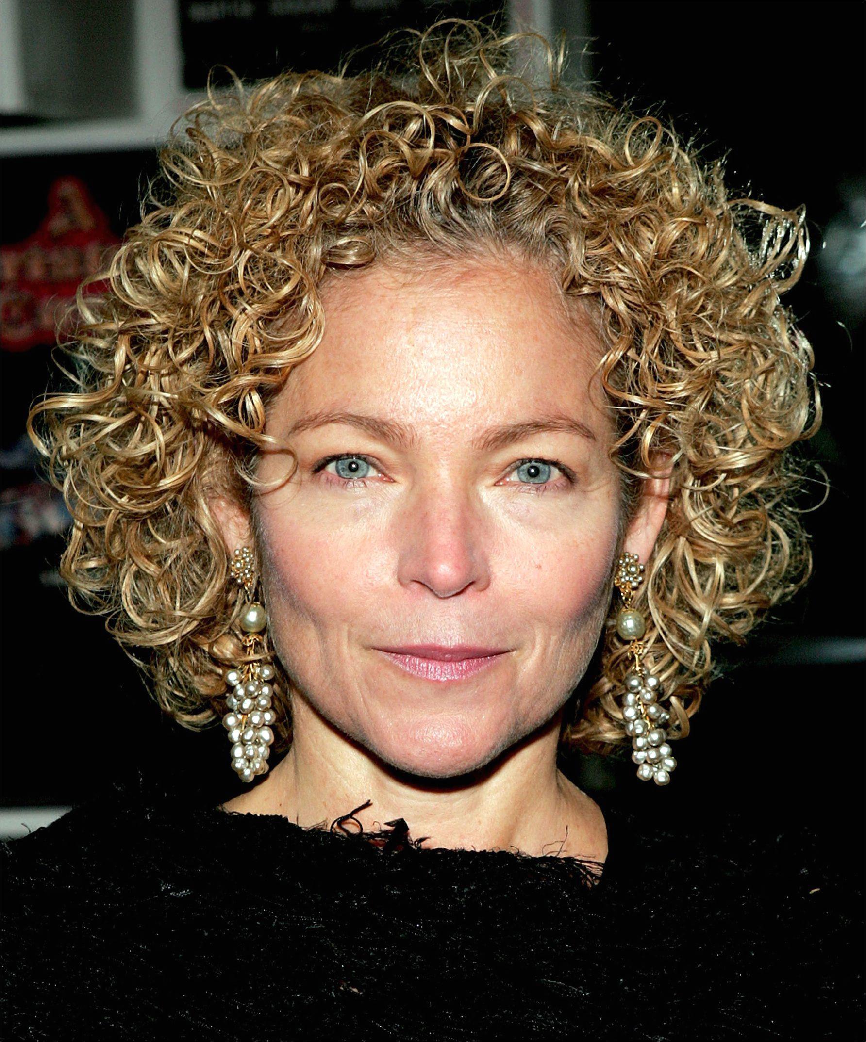 amy irving short curly hair 56a f9b58eba4b10cec
