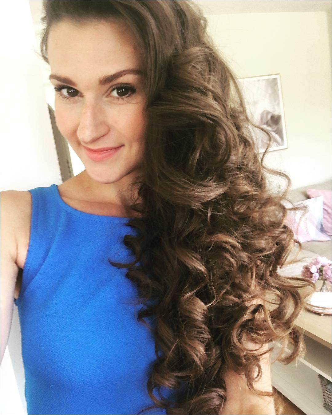 Regram via cordinahair heatless overnight curls using the Flower Curl hair curler Avoid heated hair curler and hair straighteners to style your hair