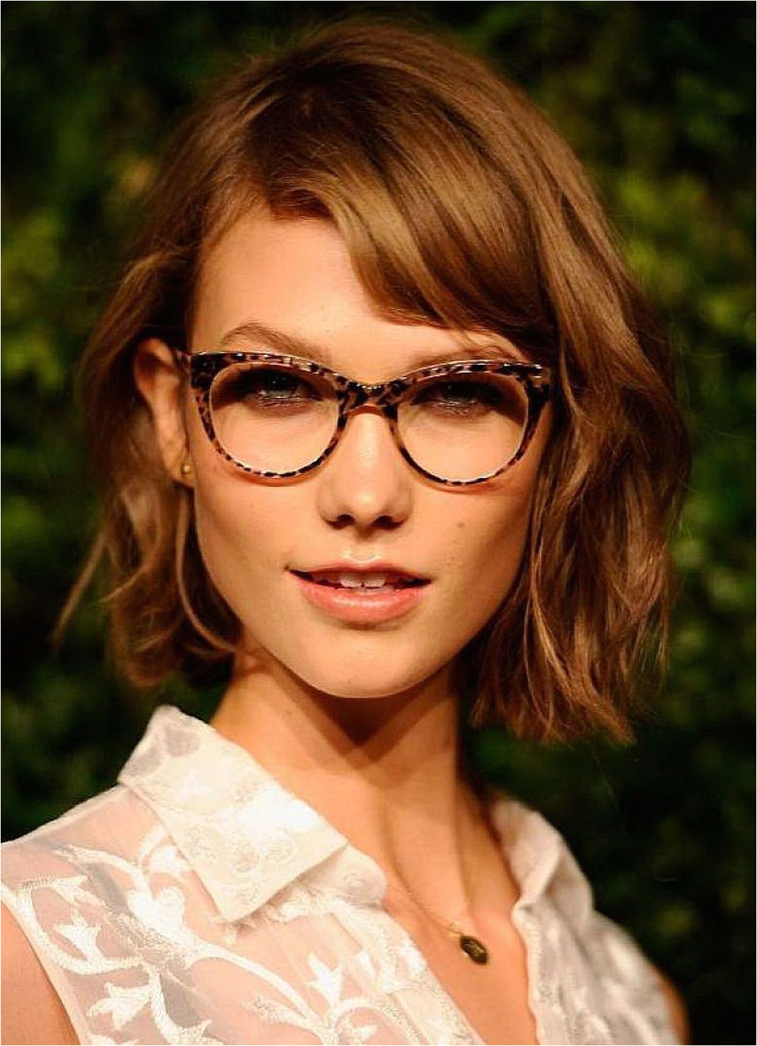 best wavy short hair hairstyles with side bangs for women with glasses