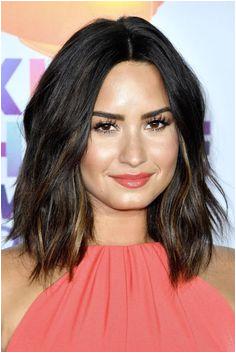 Demi Lovato Womens Haircuts Shoulder Length Shoulder Length Choppy Hair Shoulder Haircut Sholder