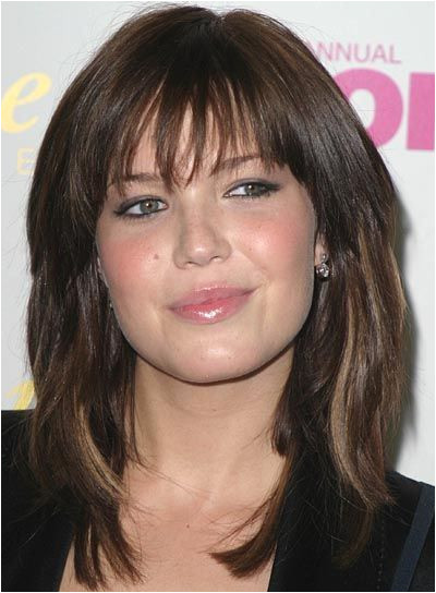 Finding the best hairstyle to plement a round face shape can be dicey Many women with round faces want to disguise the roundness rather than highlight