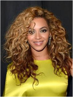 11 Curly Hairstyles Hot Celebrity Curly Hair Ideas Cosmopolitan Beyonce Hairstyles Beyonce Curly