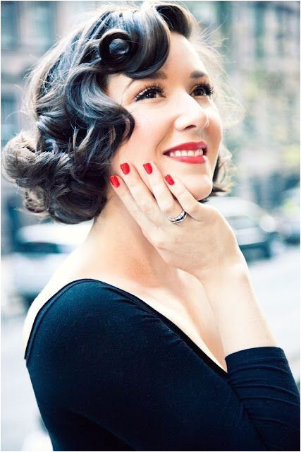 Show me your retro Old Hollywood glam all down or half up half down hairdos Weddingbee