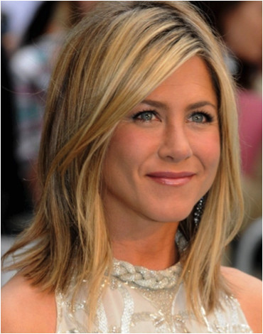 Jennifer Aniston shoulder skimming long bob