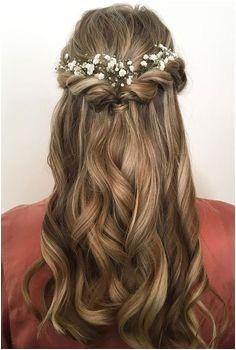 Pretty half up half down hair style idea using flowers as hair accessories