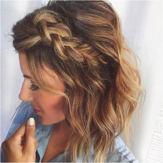 These celeb looks prove sometimes less hair is more when it es to creating a chic short hair updo