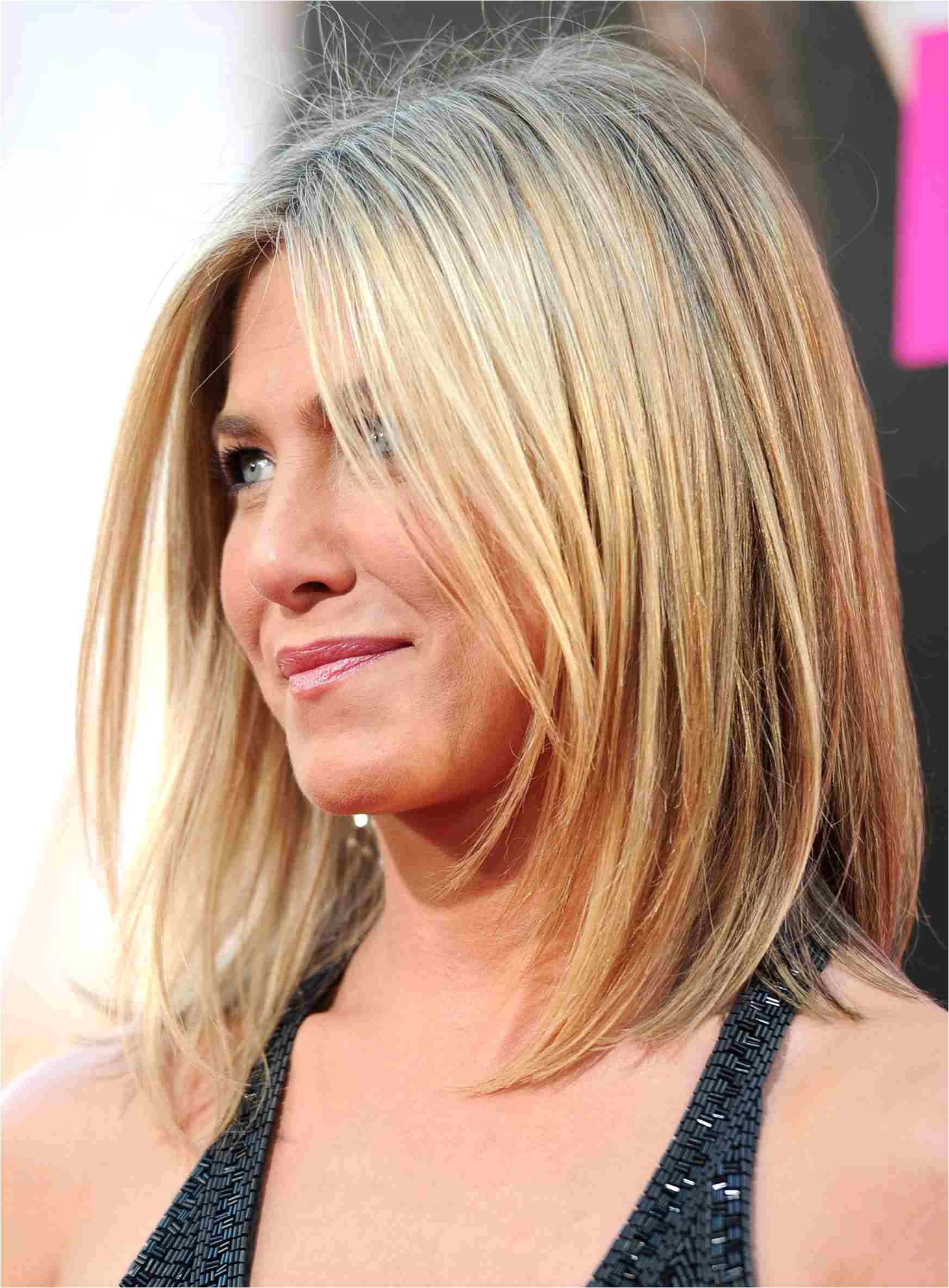 jen aniston lob hairstyle 56a f9b58eba4b10bc8