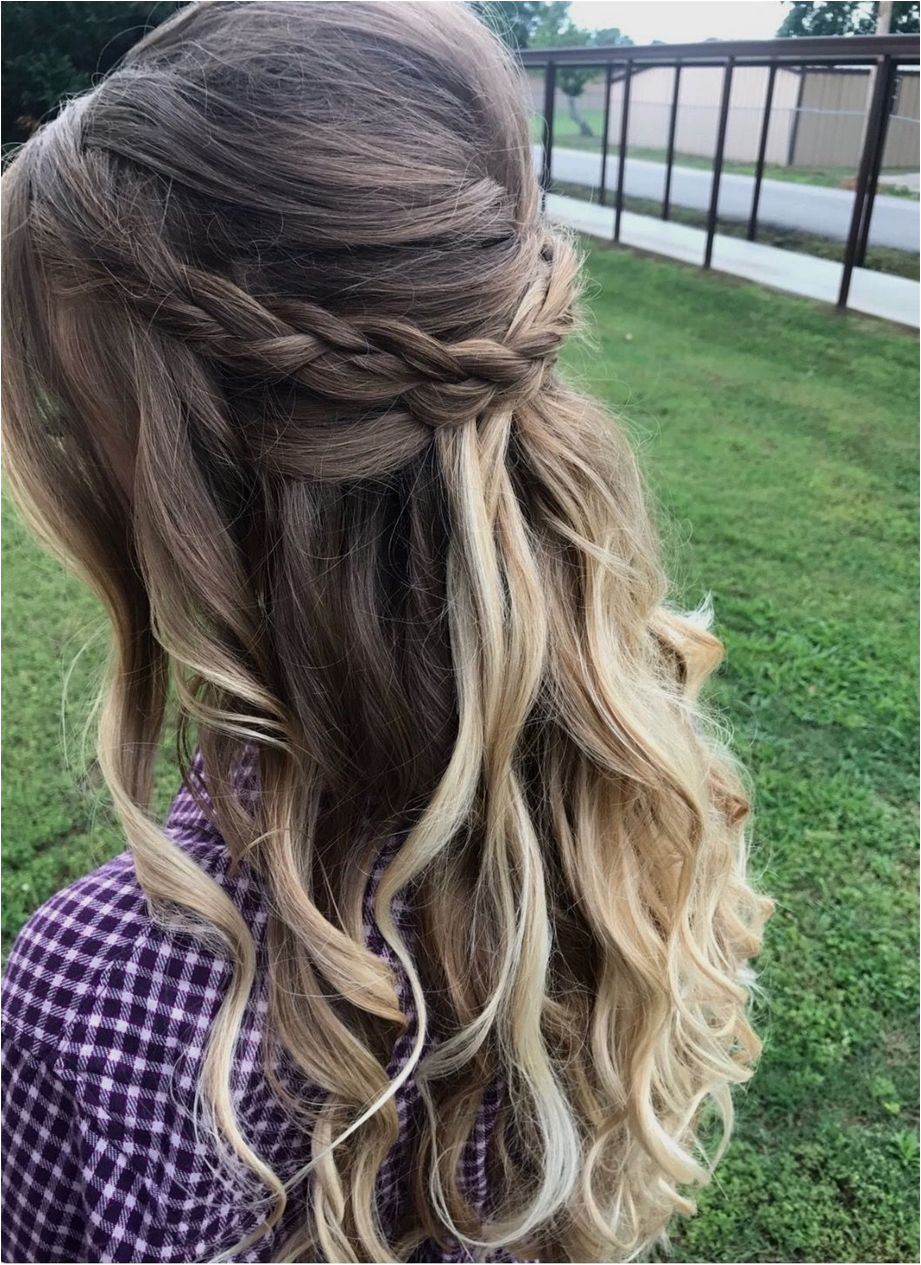 Half up half down hair with messy braid and loose curls Perfect for prom wedding or special occasions hairdosforprom MessyBraids