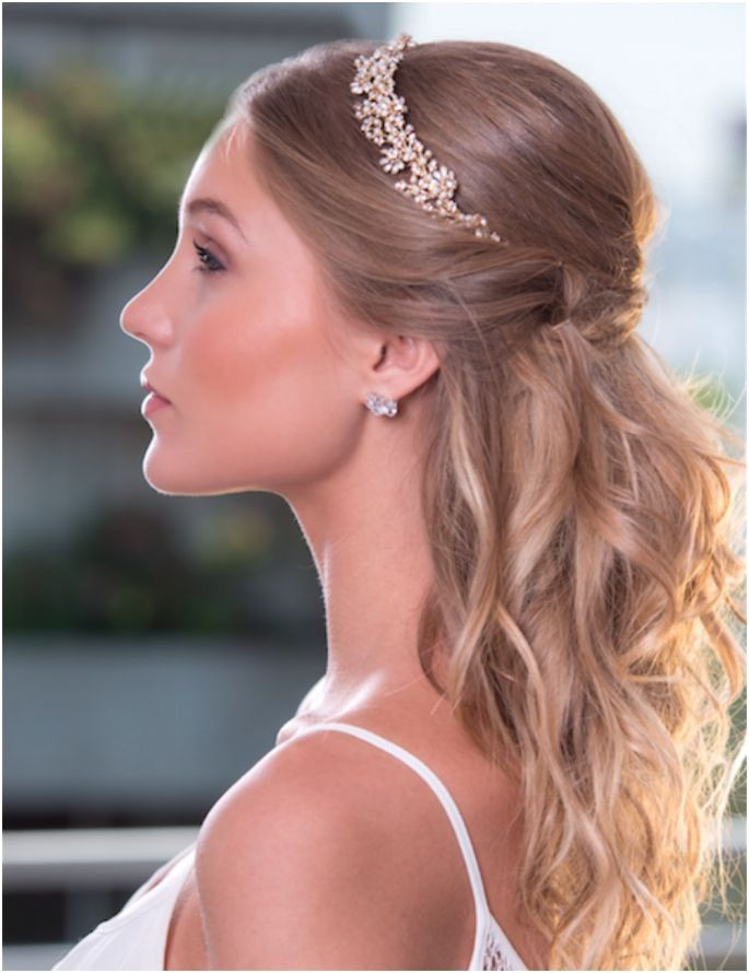 Estilo Novia Wedding Tiara Hairstyles Fancy Hairstyles Wedding Updo Wedding Hair And Makeup