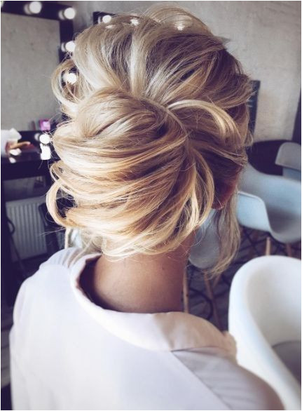 The Best Wedding Hairstyles That Are Fit For the Bride rusticwedding boyfriend girl vintagewedding holiday