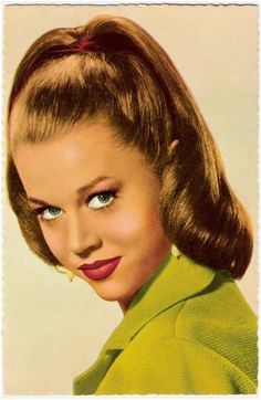 10 Easy And Simple Classy Hairstyles for Special Occasions 1950s Dress Style