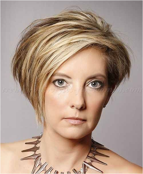 Cropped cuts are perfect for aged women This cool short haircut will give you a classic vintage look from 1940 Oval face shapes will rock