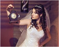 hairstyles for the bride with long hair wearing tiara