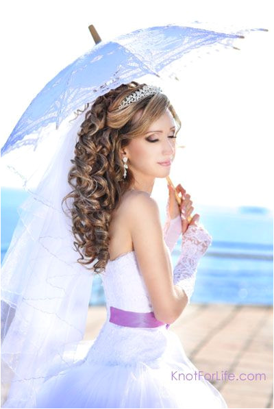 Bridal Hairstyle Curly down do with veil and tiara