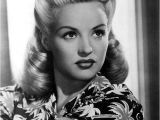 1940s Easy Hairstyles 25 Vintage Victory Rolls From 1940 S Any Woman Can Copy