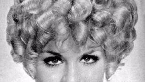 1960s Curly Hairstyles Layered Curly Hair the Favorite Hairstyle Of Women From