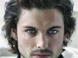 Cool Curly Hairstyles for Guys 20 Cool Wavy Hairstyles for Men Feed Inspiration