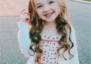 Flower Girl Hairstyles for toddlers Little Girl Hairstyle Long Hair Curls Curled Wavy Beach Waves