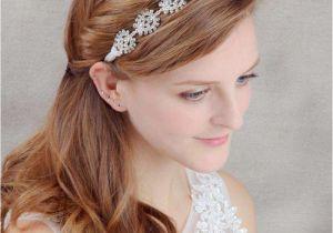 Flower Girl Hairstyles with Headband Idee Acconciature Da Sposa Con La Tiara Acconciatura Semiraccolta