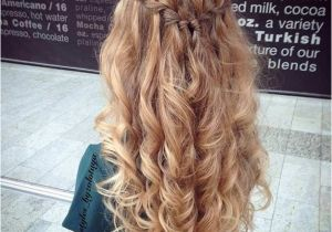 Grade 8 Grad Hairstyles Curly 31 Half Up Half Down Prom Hairstyles Stayglam Hairstyles