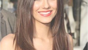 Hairstyles for Below Chin Length Hair Straight Natural Brown Hair Cut Below Shoulders Line This