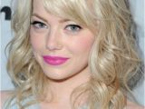 Hairstyles for Curly Hair and Straight Emma Stone S Great Straight and Adorable Curly Bo with Bangs 2017