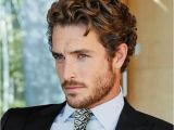 Hairstyles that Suit Curly Hair Best 25 Men Curly Hairstyles Ideas On Pinterest