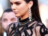 Half Up Celebrity Hairstyles the Plete Evolution Of Kendall Jenner S Hair