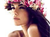 Hawaiian Wedding Hairstyles Beach Bride S Long Down Hairstyle with Hawaiian Flower