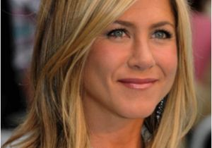 Jennifer Aniston Hairstyles Photos Jennifer Aniston Shoulder Skimming Long Bob Lobs